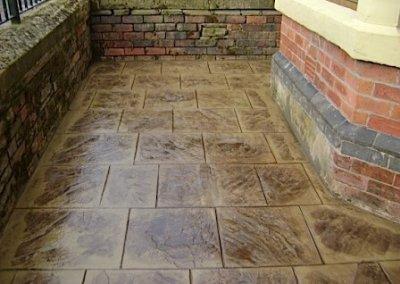concrete-small-yard-forecourt