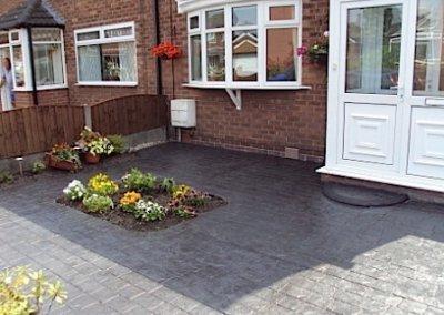 driveway-cobbles-feature-cut-out-planter