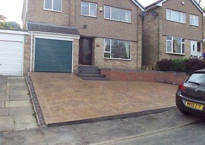 driveways-imprinted-concrete-hill-slope