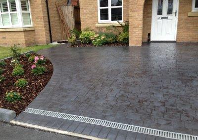 Patter imprinted concrete driveway