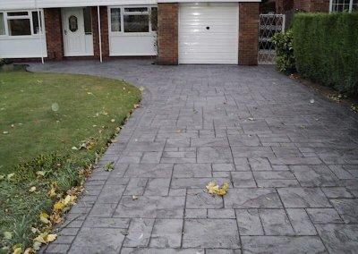 simple-concrete-driveway
