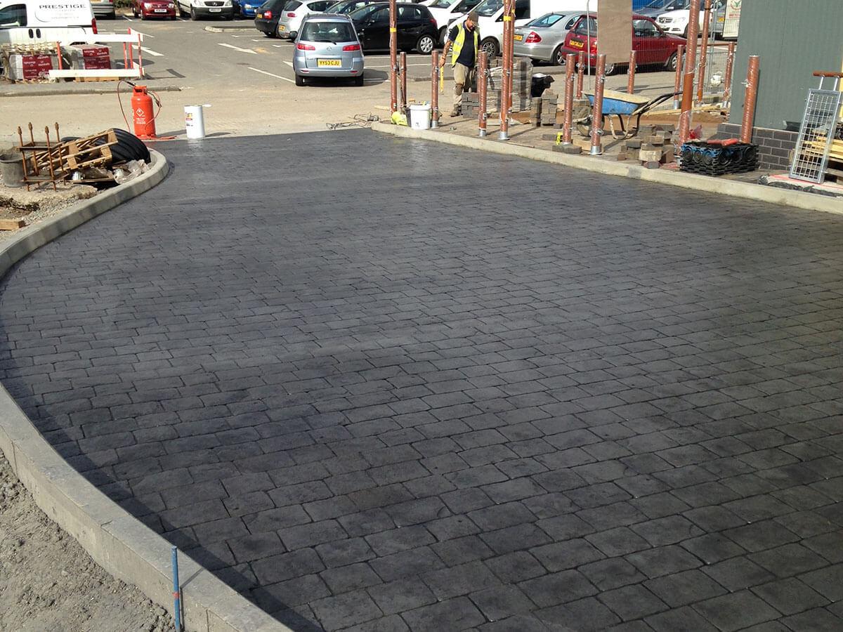 Pattern-imprinted-concrete-cobbles-classic-grey